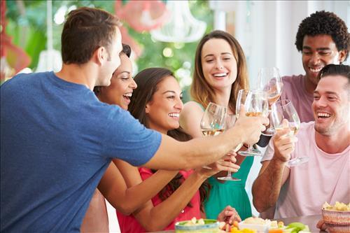 Resultado de imagem para vinho e jovens